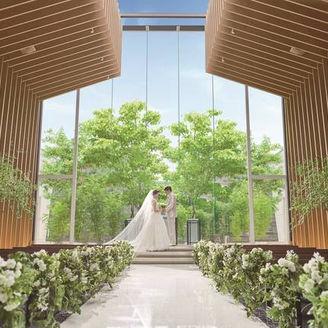 「森と空のチャペル」開放的な空間でおふたりの大切なゲストのみなさまをお迎えします
