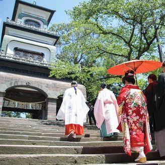 拝殿にお進み頂く花嫁行列(参進の儀)