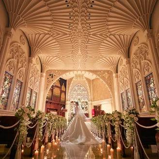 誰もが息をのむほど美しい壮麗な大聖堂で感動的な挙式を。