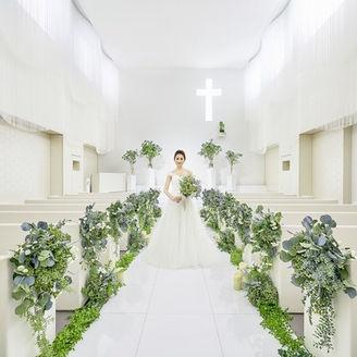 神秘的な光が空間を包込み、花嫁姿をより清らかに輝かせてくれるチャペル