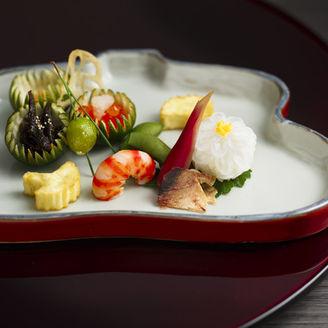 里山里海の恵みの食材でお客様をおもてなしいたします