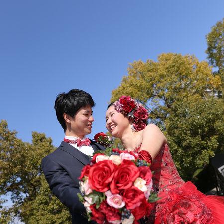 ドレス カラードレス タキシード ロケーション フォトウェディング 庭園 緑 空
