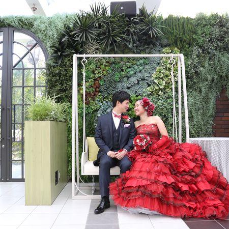 ドレス カラードレス タキシード ロケーション フォトウェディング 庭園 緑 ブランコ