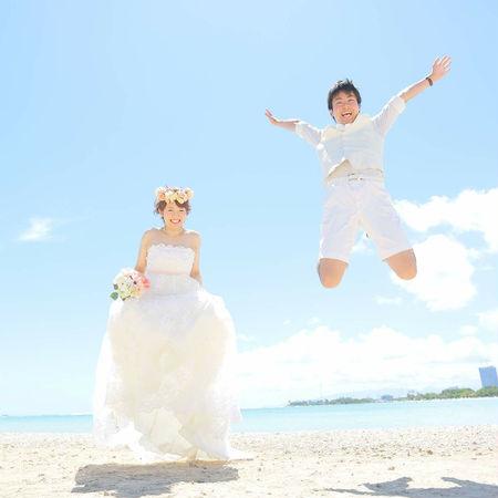 ハワイ ビーチ 海 空 ドレス ウェディングドレス ジャンプ 花かんむり