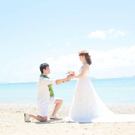 ハワイ ビーチ 海 空 ドレス ウェディングドレス プロポーズ 花かんむり