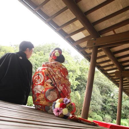 和装 色打掛 ロケーション 庭園 紅葉 黒紋付袴 バックショット
