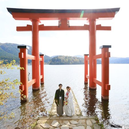 和装 ロケーション 白無垢 観光地 紅葉 黒紋付袴 神社