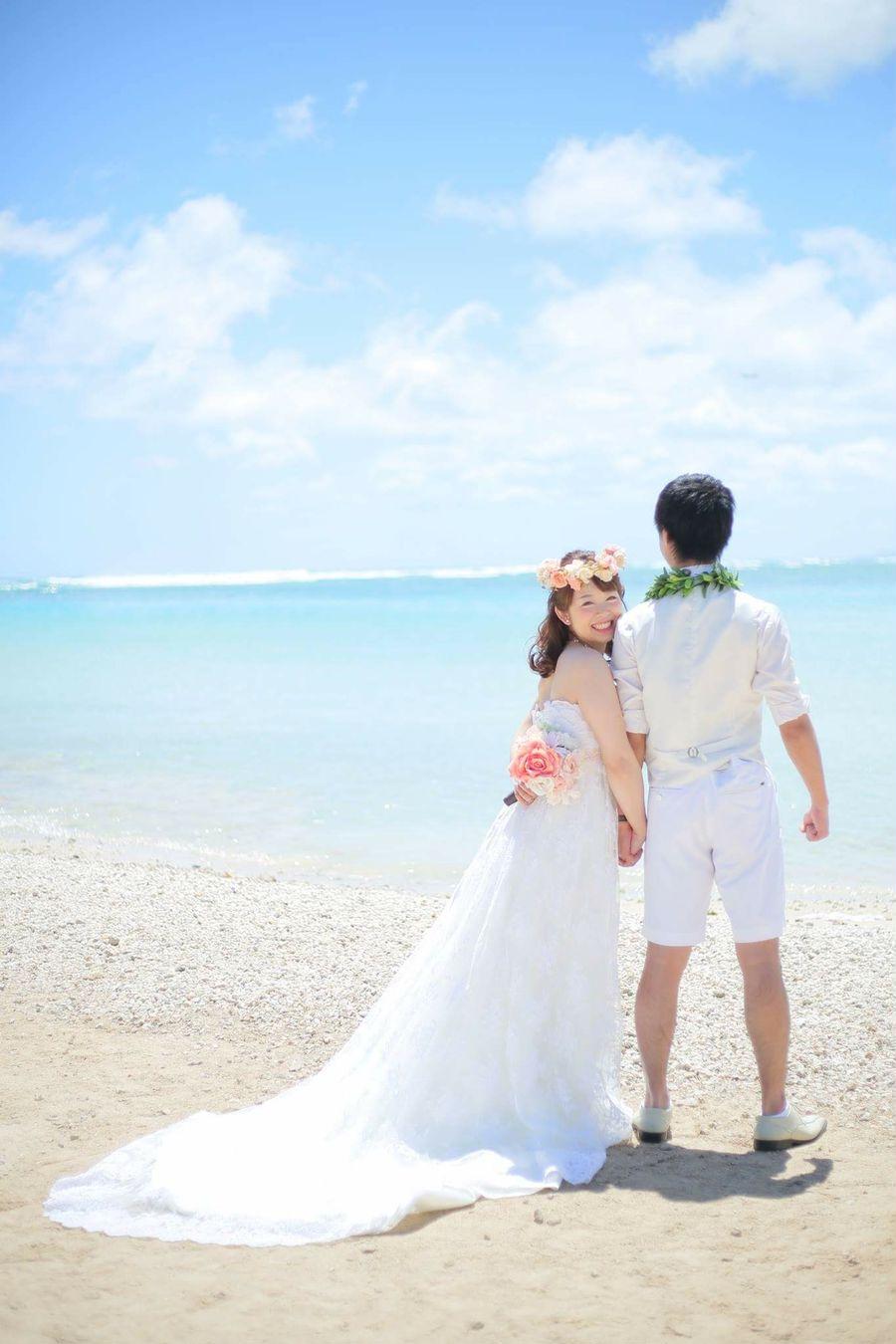ハワイ ビーチ 海 空 ドレス ウェディングドレス お先ですポーズ 花かんむり