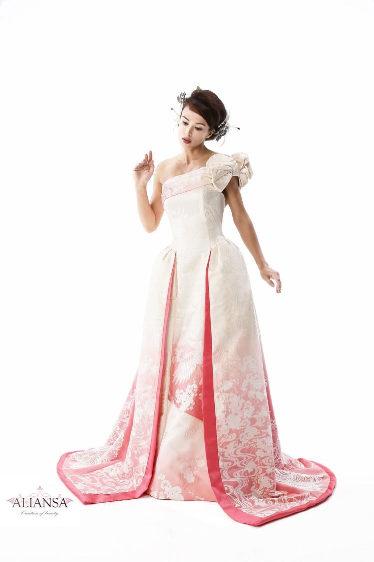 白無垢のグラデーションウェディングドレス(ピンク) 1枚目