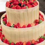 果物をふんだんに使ったウェディングケーキ