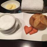 ブライダルフェアのパン、スープの試食。