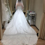 ロングトレーンのAラインのドレス