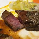 フォアグラがのった国産牛フィレ肉。