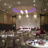 天井が高く豪華な雰囲気の披露宴でした。