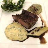 試食会にて。メインの肉料理