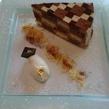シナモンがきいた寄せ木細工のケーキ