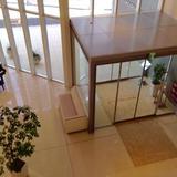 入り口を2階から撮影