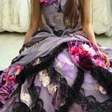 花が散らばっていて可愛いドレス