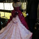 ドレスの色とデザインに一目惚れ