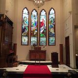 祭壇後ろのステンドグラス