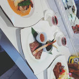 お肉料理とお魚料理とデザートです