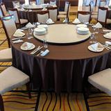 最大10人かけテーブルで8人で広々