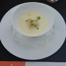 スープです。ズワイガニ入り