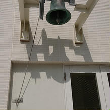 チャペルを出てすぐにある鐘