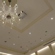 ハウスウエディングで天井も高く広々