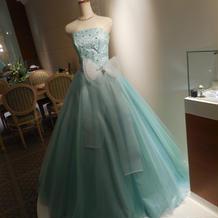 きれいなブルーのドレス