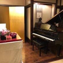 高砂横のグランドピアノ
