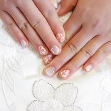 桜の刺繍に合わせてネイルも桜にした。