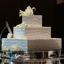 入刀用のケーキです、フェイクでした