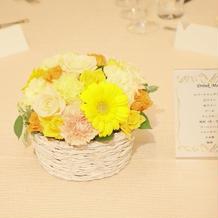 各テーブルの装花です