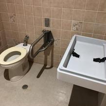 多目的トイレ。おむつ台も完備。