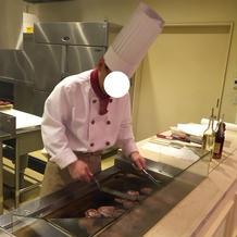 料理の様子が間近で見れる。