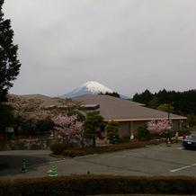 チャペルの外に出とる富士山も見えます