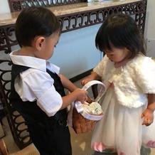甥っ子姪っ子が指輪を運んでくれました。