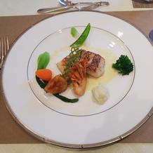 試食の魚料理