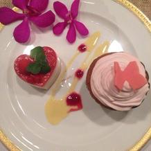 コースのデザートにカップケーキを追加