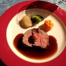 お肉料理です。