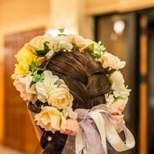 挙式から披露宴まで花冠を着用しました。