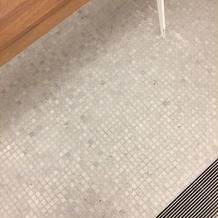 床はタイルでした。ちょっと汚い