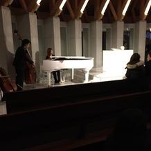 チェロ、ピアノの生演奏もあり