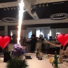 ゲストテーブルからサプライズの花火演出