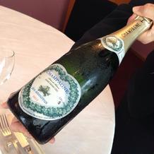 シャンパンボトルもかわいい!