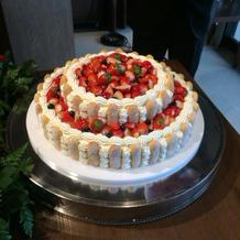 友人のウエディングケーキです。