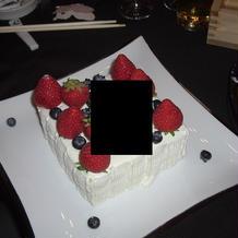 WDケーキを各卓で作成し入刀