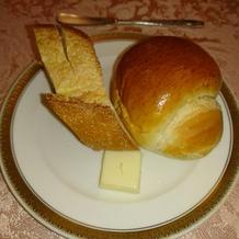 パン2種類。バターも付きます。