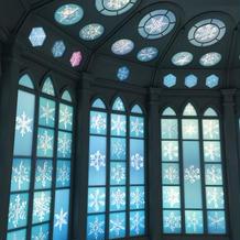 雪の結晶のステンドグラスの部屋